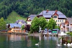 Vue attrayante des maisons et du bâtiment dans Hallstatt Photographie stock libre de droits
