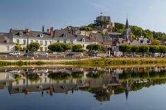 Vue au centre historique de la ville de Montrichard images libres de droits