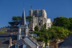 Vue au centre historique de la ville de Montrichard images stock