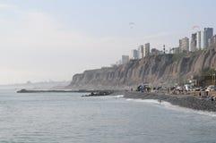 Vue au costline de Lima de mer de Miraflores image libre de droits