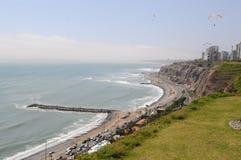 Vue au costline de Lima de mer de Miraflores image stock