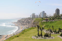 Vue au costline de Lima de mer de Miraflores photos stock