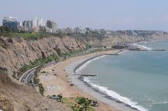 Vue au costline de Lima de mer de Miraflores images stock