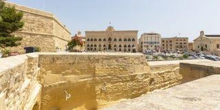Vue au-dessus d'Auberge De Castille Valletta Malta images libres de droits