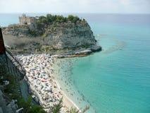 Vue au-dessus d'Isola Bella Beach, Italie du sud Image libre de droits