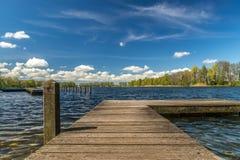 Vue au-dessus d'un lac Photo stock