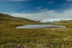 Vue au-dessus d'un lac vers l'avant glacier, point 660, Kangerlussuaq, Groenland images stock