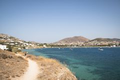 Vue au-dessus d'une baie dans Paros, Grèce Photos libres de droits