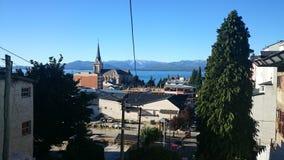 Vue au-dessus de belle ville Bariloche, Argentine Images libres de droits