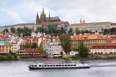 Vue au-dessus de château de Prague Photo stock