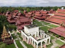 Vue au-dessus de complexe birman de palais Image stock