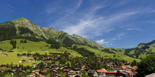 Vue au-dessus de d'Oex de château, Suisse Photos libres de droits