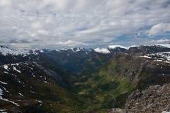 Vue au-dessus de Geiranger en Norvège Photo stock