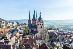 Vue au-dessus de Gelnhausen avec le Marienkirche Photographie stock libre de droits