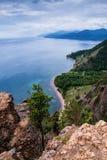 Vue au-dessus de grand beau lac, lac Baikal, Russie image stock