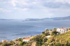 Vue au-dessus de la baie de Skopelos, Grèce Photos stock