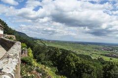 Vue au-dessus de la campagne renversante de roulement d'Alsace, France Photographie stock