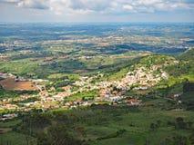Vue au-dessus de la campagne de Serra de Montejunto Mountain au Portugal photos libres de droits