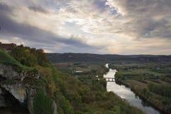 Vue au-dessus de la rivière de Dordogne au coucher du soleil Photo stock