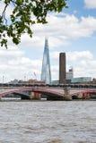 Vue au-dessus de la rivière Themse au tesson, Londres, Grande-Bretagne photographie stock