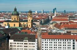 Vue au-dessus de la ville de Munich Photographie stock libre de droits