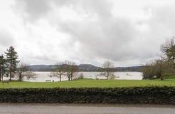 vue au-dessus de lac à l'ambleside photos stock