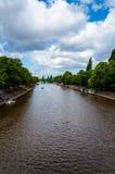 Vue au-dessus de rivière Ouse et de pont dans la ville de York, R-U Photos stock
