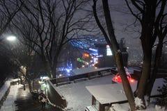 Vue au-dessus de Séoul, Corée du Sud, la nuit de la montagne de Namsan Images libres de droits