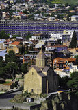 Vue au-dessus de Tbilisi central Monastère de Metekhi photos libres de droits