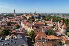 Vue au-dessus de vieille ville à Tallinn Photographie stock libre de droits