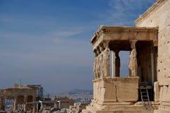 Vue au-dessus des cariatides à Athènes image stock