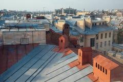 Vue au-dessus des dessus de toit de St Petersburg Photos stock