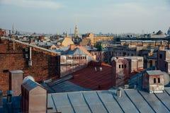 Vue au-dessus des dessus de toit de St Petersburg Images stock