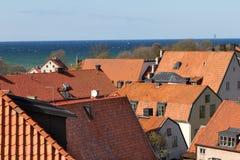 Vue au-dessus des dessus de toit dans Visby, Suède Photos stock