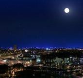 Vue au-dessus des dessus de toit vers Glasgow Royal Infirmarynight Image libre de droits