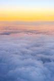 Vue au-dessus des nuages Photo stock