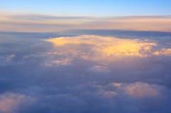 Vue au-dessus des nuages Image stock