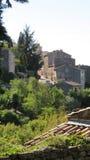 Vue au-dessus des toits à Gordes Image stock