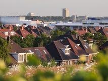 Vue au-dessus des toits de banlieue moderne, la Haye, Pays-Bas photo libre de droits