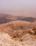 Vue au-dessus du cratère de Ramon dans le désert du Néguev images libres de droits