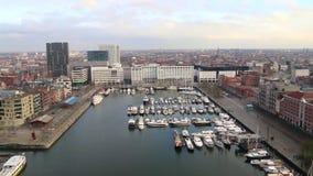 Vue au-dessus du port à Anvers banque de vidéos