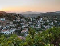 Vue au-dessus du village turc de Sirince au coucher du soleil Photos libres de droits