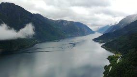 Vue au fjord et à l'eau du bourdon en Norvège Image stock