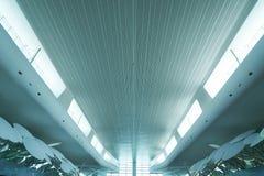 Vue au loin pêchée et de perspective de plafond d'aéroport Photo stock