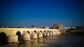 Vue au pont romain à Cordoue, Andalousie, Espagne Photos libres de droits