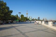 Vue au remblai de Bakou Image stock