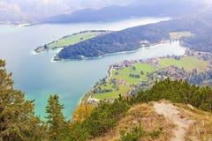 Vue au walchensee de lac de montagne de turquoise dans les alpes bavaroises Images libres de droits