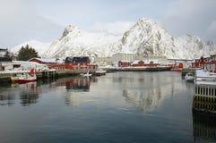 Vue aux bâtiments et au port de Svolvaer, Norvège Images stock