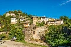 Vue aux maisons dans Gjirokaster Images stock