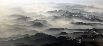 Vue aux montagnes des alpes Images libres de droits